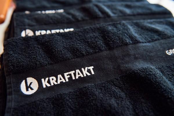 2016-11-26-Kraftakt-6-Neon-Lights-andremaurer-ch-0093