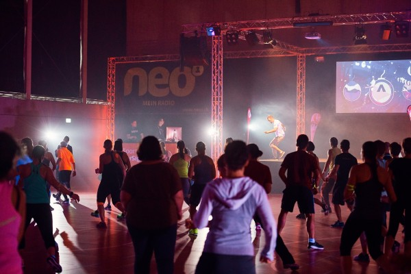 2016-11-26-Kraftakt-6-Neon-Lights-andremaurer-ch-1082