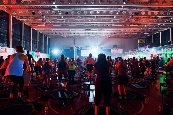 2016-11-26-Kraftakt-6-Neon-Lights-andremaurer-ch-2069