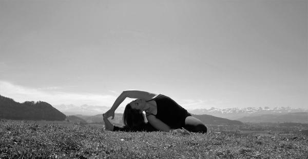 parighasana yoga bolligen