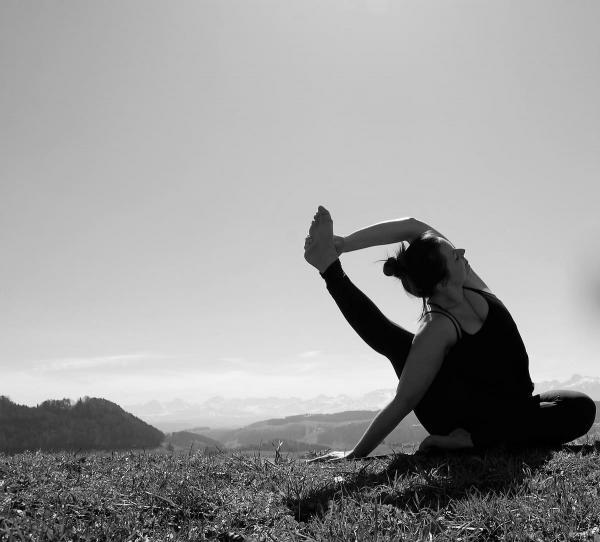 seated visvamithrasana yoga bolligen